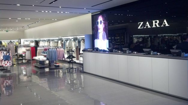 Interior-establecimiento-Zara-San-Sebastian_TINIMA20140605_0235_18