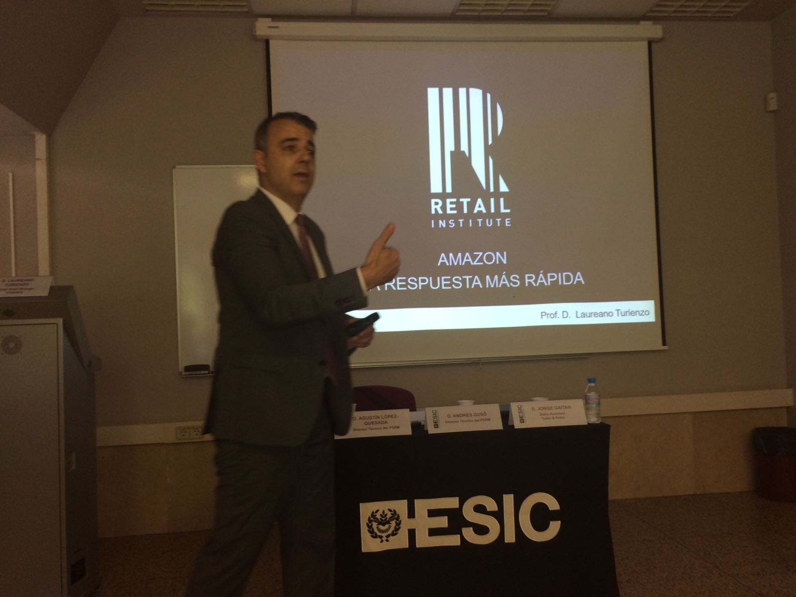 Conferencia Laureano Turienzo sobre AMAZON en ESIC